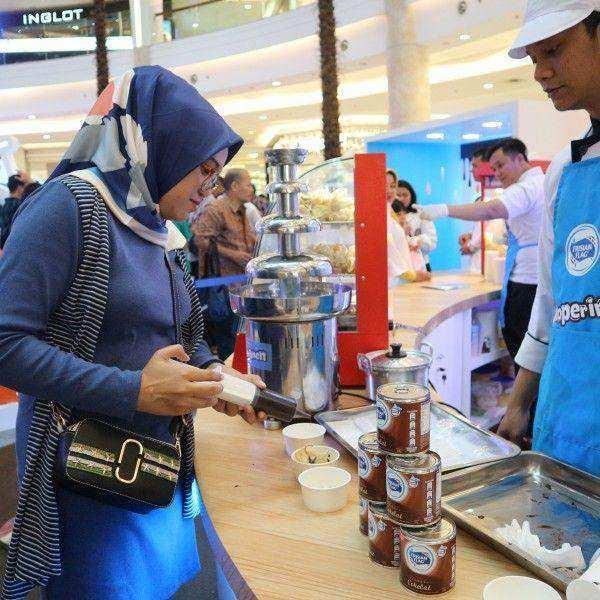 'Cokoperimen', Nikmatnya Frisian Flag Kental Manis Cokelat Berpadu dengan Beragam Jenis Makanan