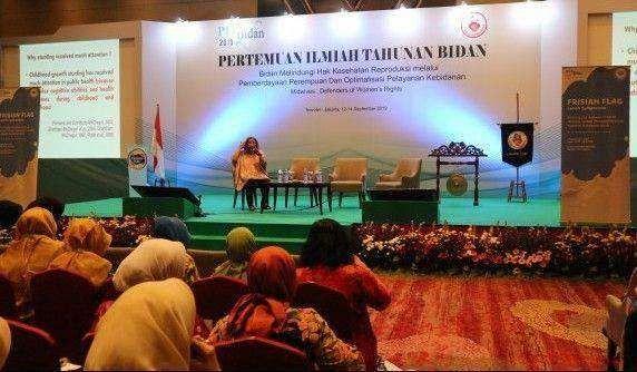 """Frisian Flag Indonesia Berbagi Pegetahuan """"Kebaikan Protein Hewani untuk Tumbuh Kembang Anak'' kepada 800 Anggota Bidan Indonesia"""