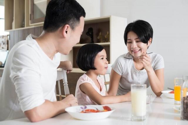 5 Etika Penting dalam Aturan Saat Makan Bersama