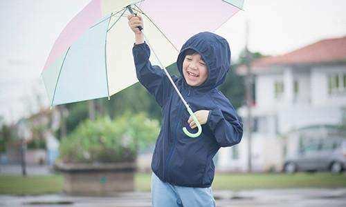 Rahasia Menjaga Kesehatan Anak Saat Musim Hujan