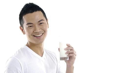 Rutin Minum Susu Bantu Lepas Dari Kebiasaan Merokok