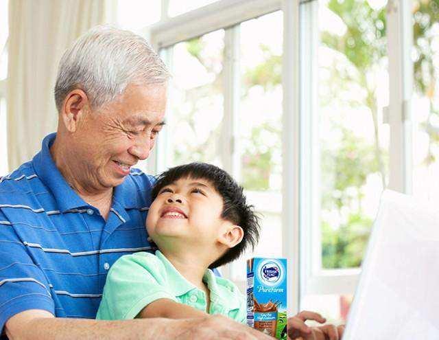 Yuk, Cari Tahu Manfaat Susu Bagi Kesehatan Lansia